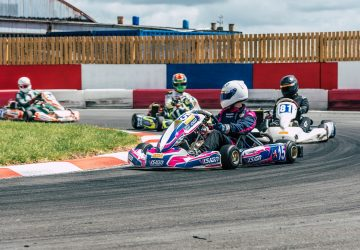 Karting indoor : Quelles différences entre le karting indoor et le karting outdoor ?