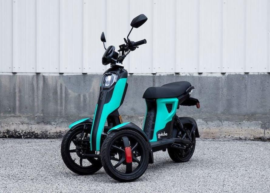tricycle electrique bleu