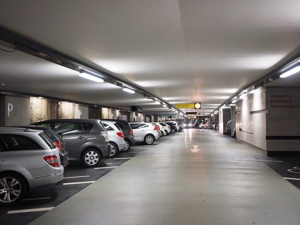 voitre dans le parking de ORLY