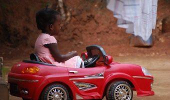 Comment choisir une voiture électrique pour votre enfant?
