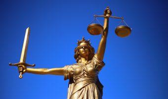 4 éléments à prendre en compte lors du choix d'un avocat spécialisé dans les accidents de voiture.