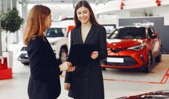 5 erreurs que des gens commettent lorsqu'ils achètent une voiture chez un concessionnaire